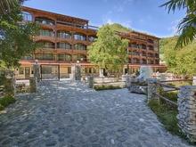 Вид на отель Грифон в Абхазии