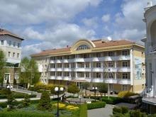 Внешний вид санатория Долина Нарзанов в Кисловодске